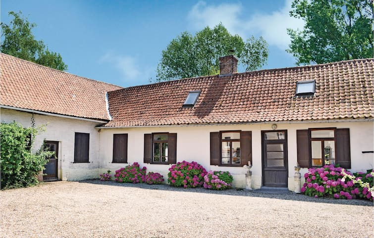 Holiday cottage with 4 bedrooms on 198 m² in Marles sur Canche