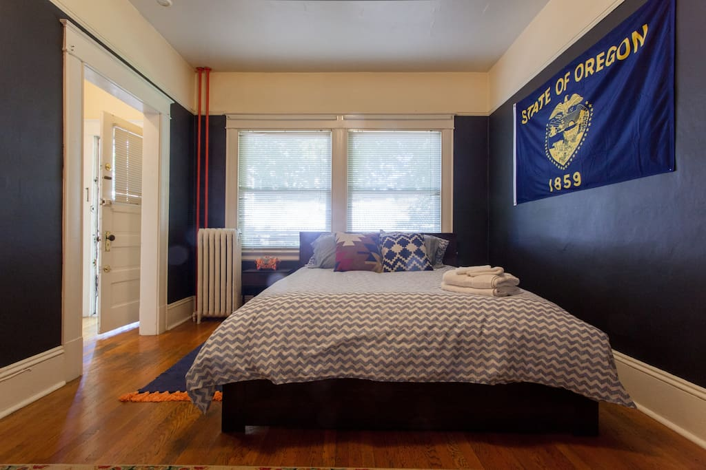 vintage one bedroom in historic downtown building