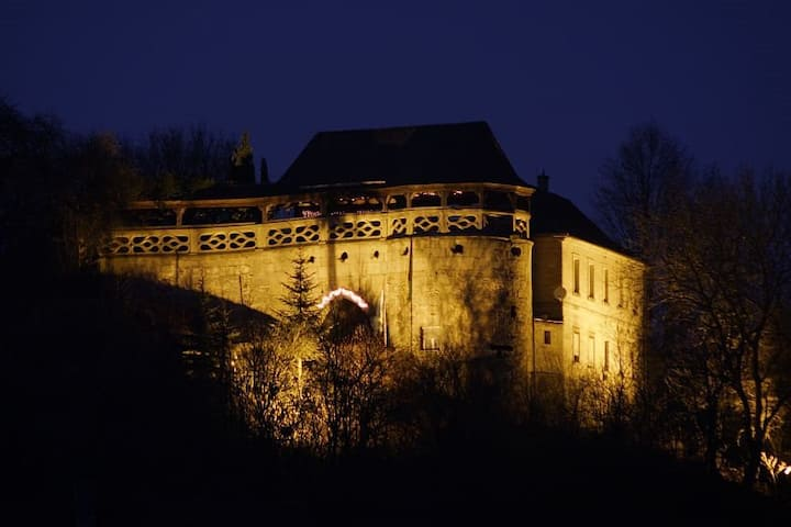Burg Theisenort. Old meets New in Bayern.