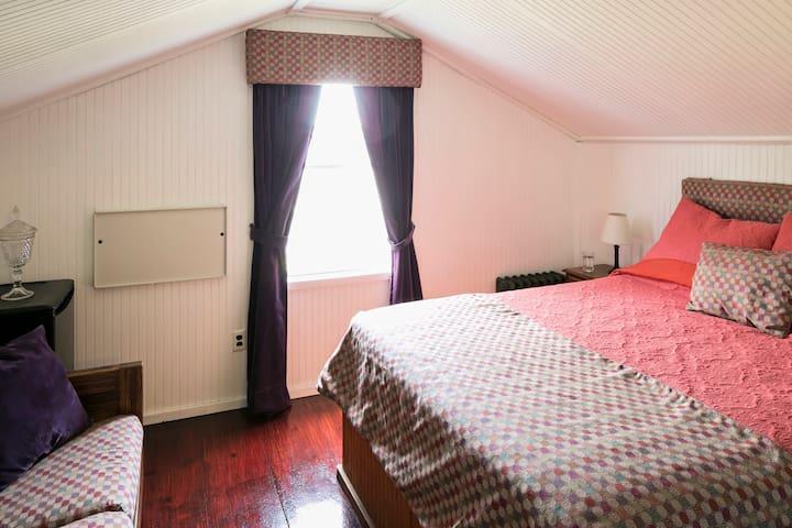 Bay Room in Cherry Grove - Sayville - Ev
