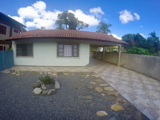 Casa Praia Zimbros Bombinhas 3 Quarto 2 Garagens