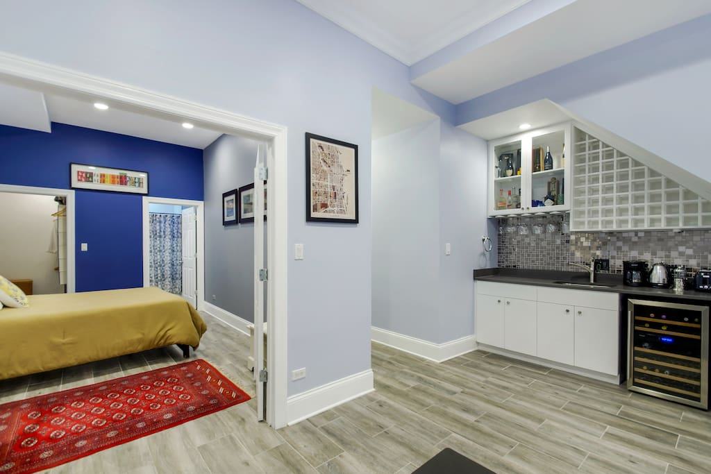 Enjoy not only a private master bedroom but also YOUR OWN ENTRANCE to come & go from the apartment as you please.  (I live upstairs.) . You will not find another living arrangement like this with complete privacy within an apartment.