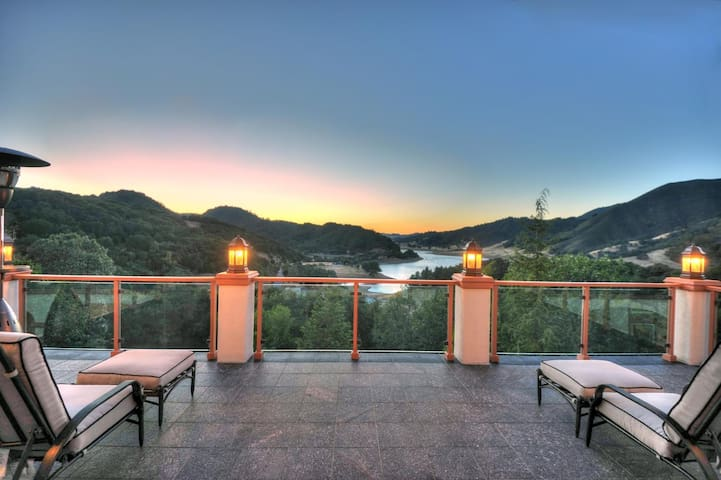 Idyllic luxury Lakeview Villa near Silicon Valley