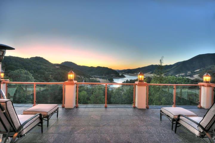 Romantic Lakeview Italian Villa