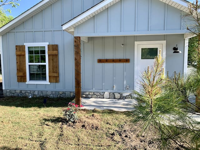 Carey Bay Cottages -  Brand New Luxury Cottages on Grand Lake (Cottage D)