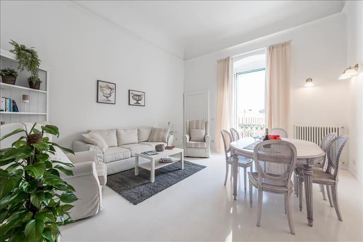 Attico del Sole Centro - Apartment with WiFi