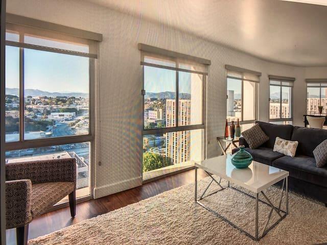 Luxury high-rise studio with amazing views of dtla