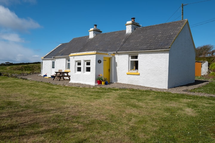 The Yellow Cottage, Doolin (Stay & Spend Registered)