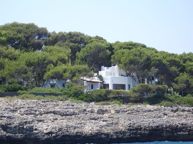 the house seen from the sea ..