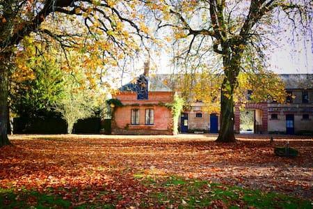 Les communs du château de Bouthonvilliers - Dangeau