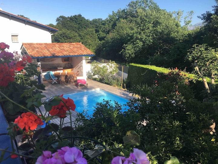 Ciboure  maison cosy avec piscine proche  plage