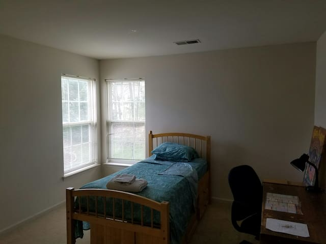 Rm 4 - SF Home on Golf Course - Silver Spring - Dom