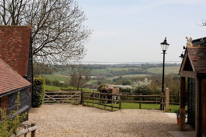 Rustic 2 Bed Stable in the Heart of the Kent Downs