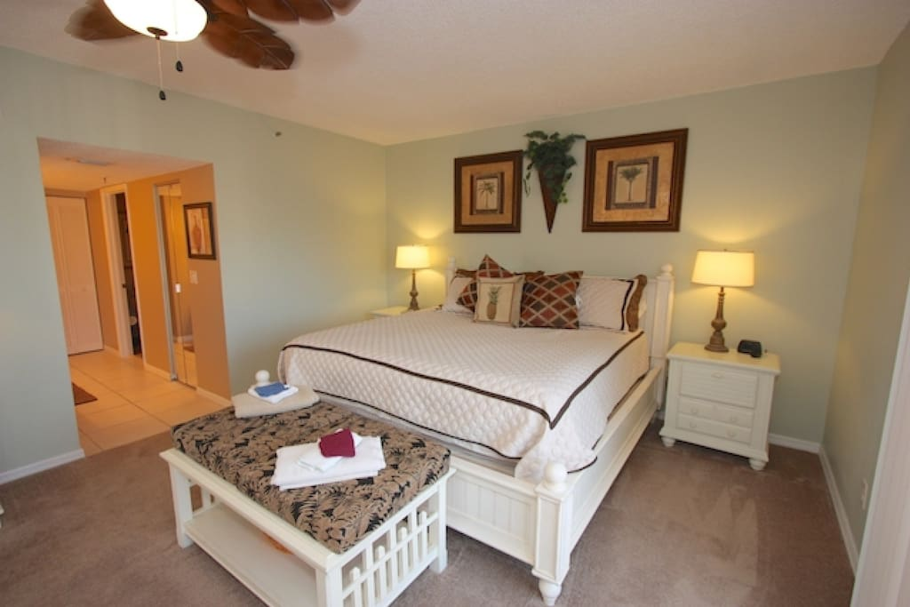 Master Suite with King Bed/Luxurious Private Bathroom with Walk-In Shower/Private Patio with Poolside Views/Cable TV