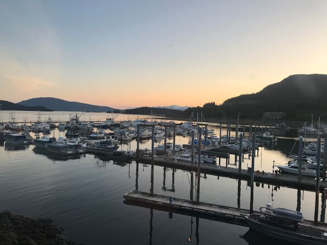 AUKE BAY HARBOR HOUSE