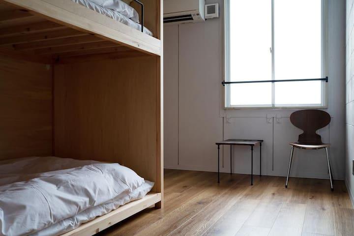En Hostel & Bar Twin Room