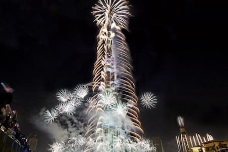 Burj Khalifa&Fountains Direct View!