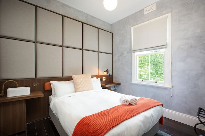 Stylish Hotel Room in Pyrmont