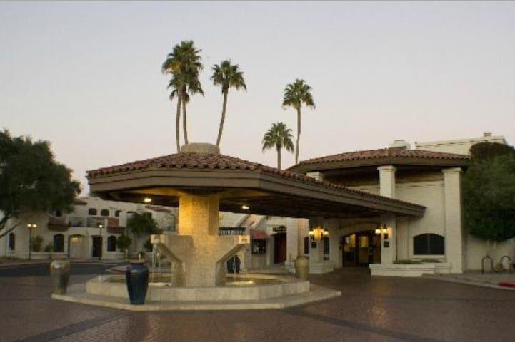 Sapphire Resorts Scottsdale Camelback Studio