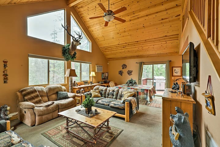 Cozy Hathaway Pines Mountain Cabin w/Deck & Views!