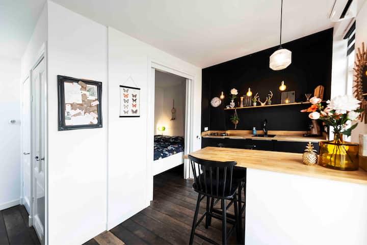 Private studio + terrace, Covid proof, city, beach