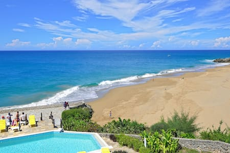 Beachfront condo with breathtaking ocean views - Leilighet