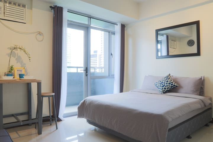 BEST DEAL! Manhattan Heights Araneta Center Cubao