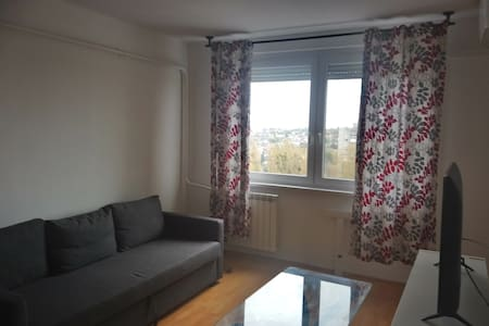 Entire Flat close to the AIRPORT  and FREE PARKING