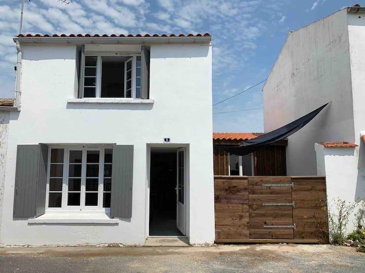 Maison rénovée 3 min à pied de la plage