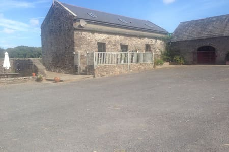 Rustic cottage with panoramic views - Waterford