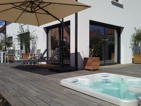 Private room & Jacuzzi, in the heart of vineyard