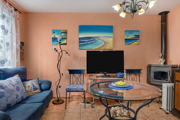 Charming Holiday Home Casita Flores with Air Conditioning, Wi-Fi, Terrace & Sea View; Pets Allowed