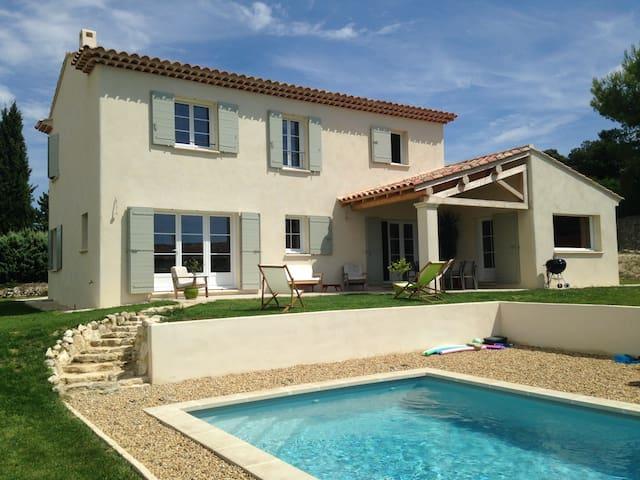 Beau mas moderne en Provence avec piscine