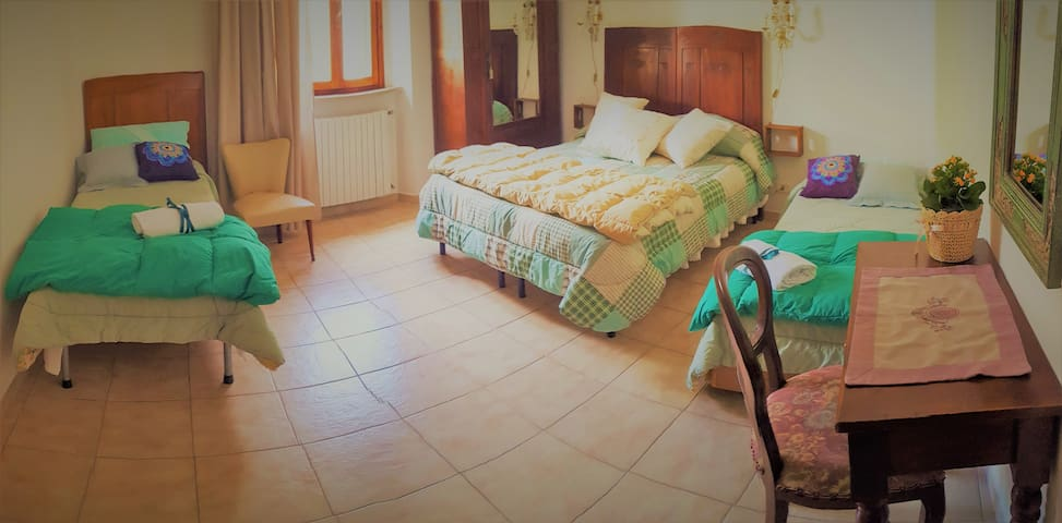 Large room in the city center with  toilet