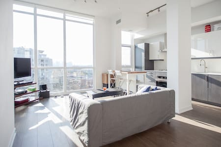 Private Penthouse room near Subway