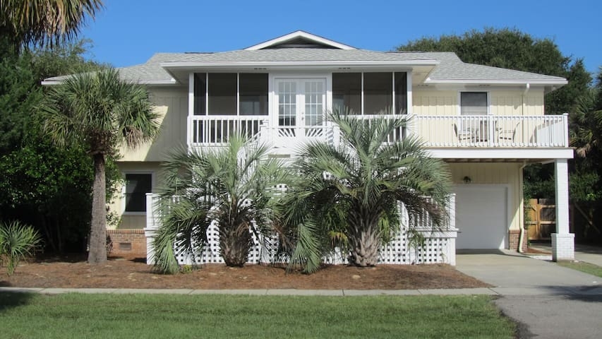 Perfect Oceanview Home with Pool - Isle of Palms - Dom