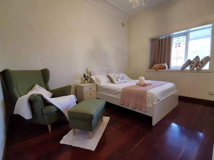 华人之家 友善华人房东。可提供机场接送。两个独立卧室,步行十分钟Burwood火车站。
