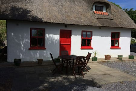 Thatch Cottage in West Cork - Skibbereen