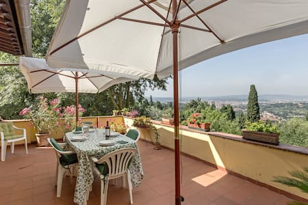 View of florence wifi and garden - Fiesole