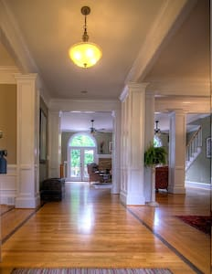 Suite, walkable to Canton St in Historic Roswell