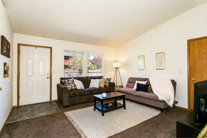Extremely Clean, Comfy Apt Close to Everything! (8639)