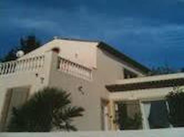 villa avec piscine proche St Tropez