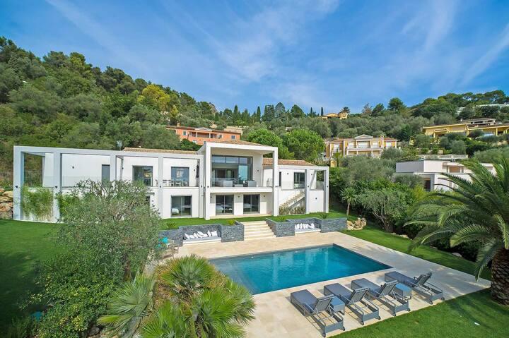 Contemporary Villa in the Cote D'Azur