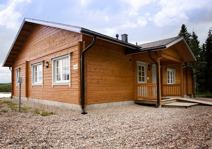 Upscale log villa by the lake + beach sauna