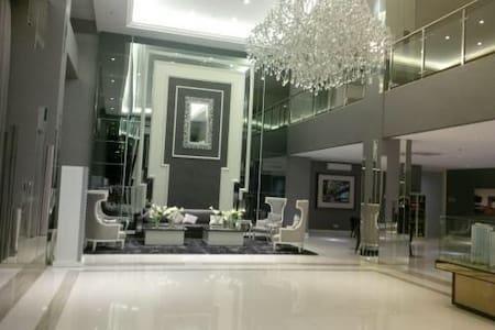 Modern Great Apartment Educity Sby - Surabaya - Byt