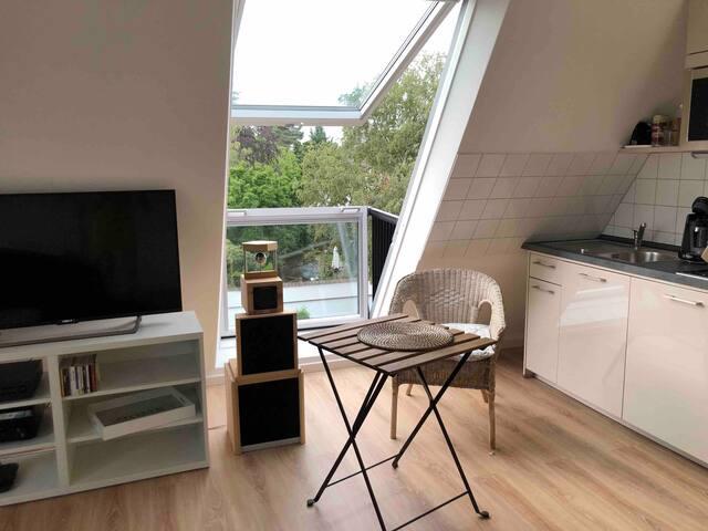 modern studio, nearby city centre and fair