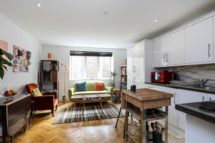 A beautiful &quiet new flat for singles or couples