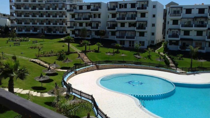 Appartement vue sur piscine