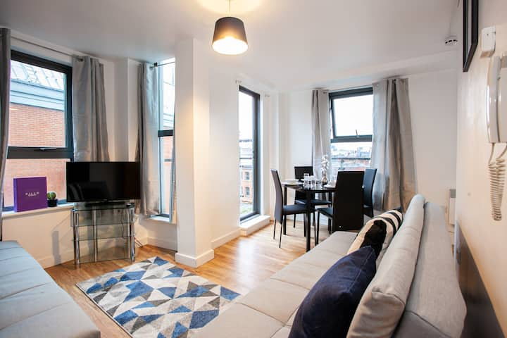 Spacious Apartment in Northern Quarter with Private Balcony