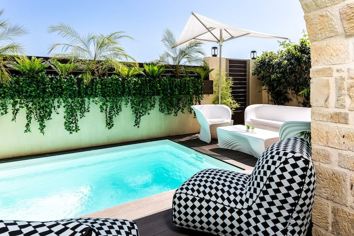 Villa Nayana - seashore retreat with room service